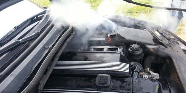 شستشو موتور ماشین با بخار و مقایسه با شستشو موتور ماشین با آب و نوشابه و اسپری