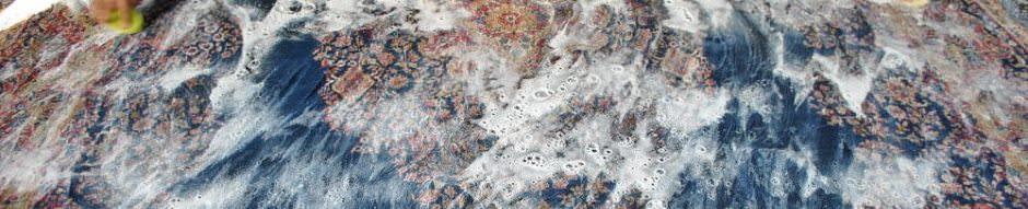 شستشو فرش به روش سنتی و استفاده از فرچه و تاید با مقایسه شستشو فرش با بخار